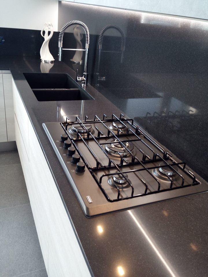 Piano cottura 5 fuochi cucina moderna - CucineModerne