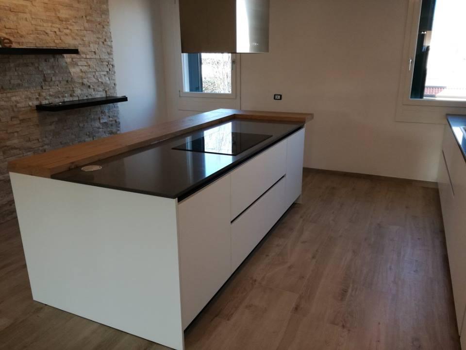 Piano cottura 5 fuochi cucina moderna cucinemoderne for Visma arredo marano